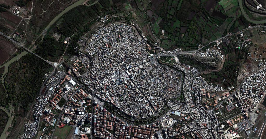 Immagini satellitari mostrano Sur l'8 novembre 2015 (prima del coprifuoco)