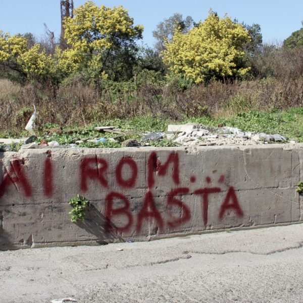 Part of the Roma community who live in Gianturco will be in a new equipped area near the Poggioreale cemetery. This solution doesn't enjoy local residents who protested hardly against this forced cohabitation.Naples, March 2017.