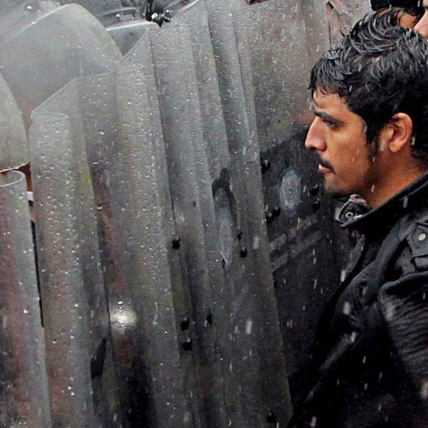 Manifestanti bloccati dalla polizia nazionale davanti al concilio elettorale nazionale a San Cristobal in Venezuela, il 7 settembre 2016.